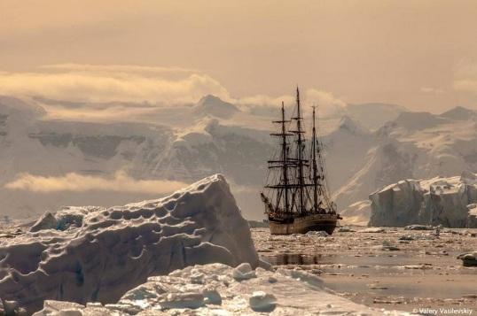 Velero en el Antártico