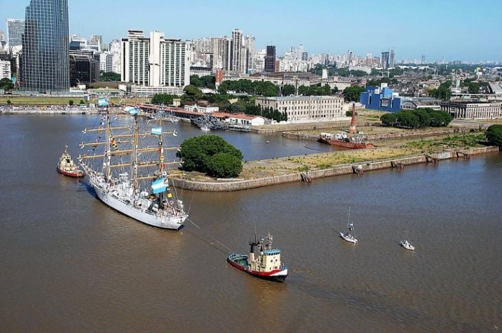 Libertad, ingresando al Apostadero en Buenos Aires