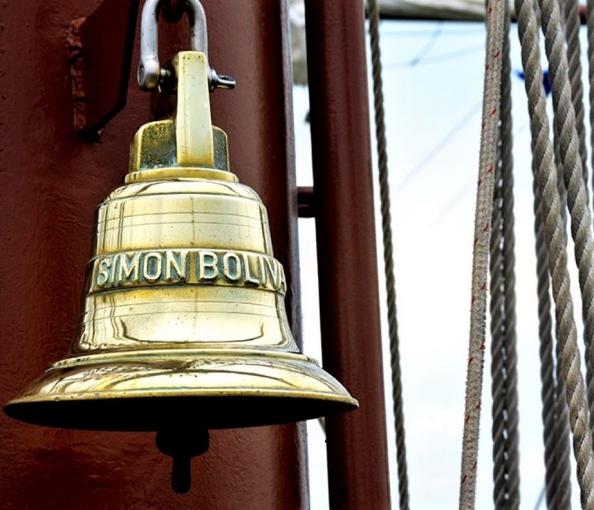 Simón Bolívar. Campana de detalle