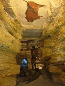 Altamira, España, diorama de la cueva con pintura rupestre